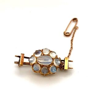 A VICTORIAN MOONSTONE SET BROOCH