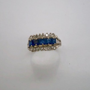 A SAPPHIRE AND DIAMOND THREE ROW RING