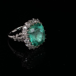 AN IMPRESSIVE COLUMBIAN EMERALD AND DIAMOND RING