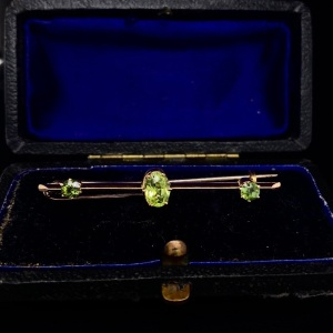 ANTIQUE GEM SET BROOCH