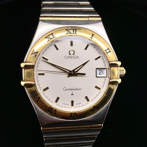 AN OMEGA CONSTELLATION WRISTWATCH