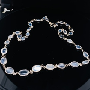 A VINTAGE MOONSTONE SET NECKLACE
