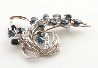 A RETRO SAPPHIRE AND DIAMOND BROOCH